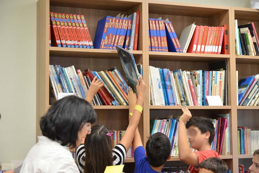 Η Δημοτική Βιβλιοθήκη Νίκαιας συνεχίζει τη συγκέντρωση βιβλίων για παιδιά  και εφήβους της Παιδιατρικής κλινικής του Πανεπιστημιακού Νοσοκομείου  Λάρισας. 5fd9e30cc55